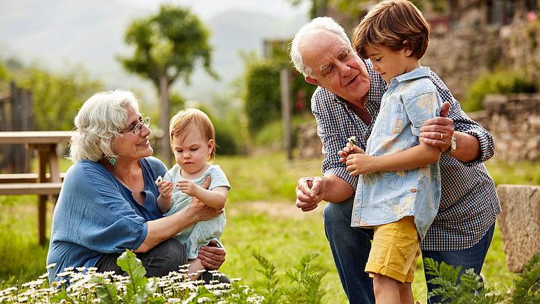 Felsőzsolca különösen figyel az idősekre – A 65. éven felülieket is támogatja az önkormányzat