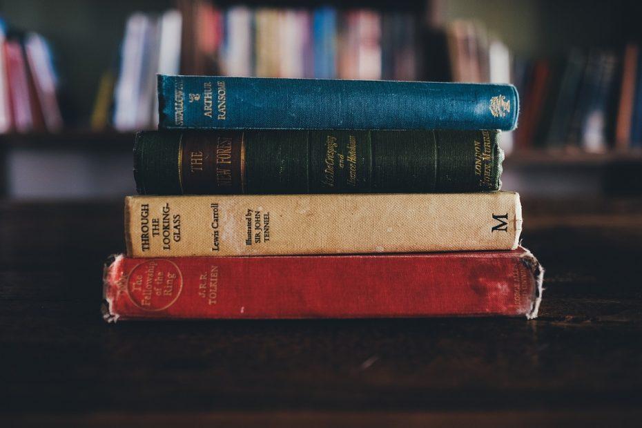books, library, jrr tolkien-1246674.jpg